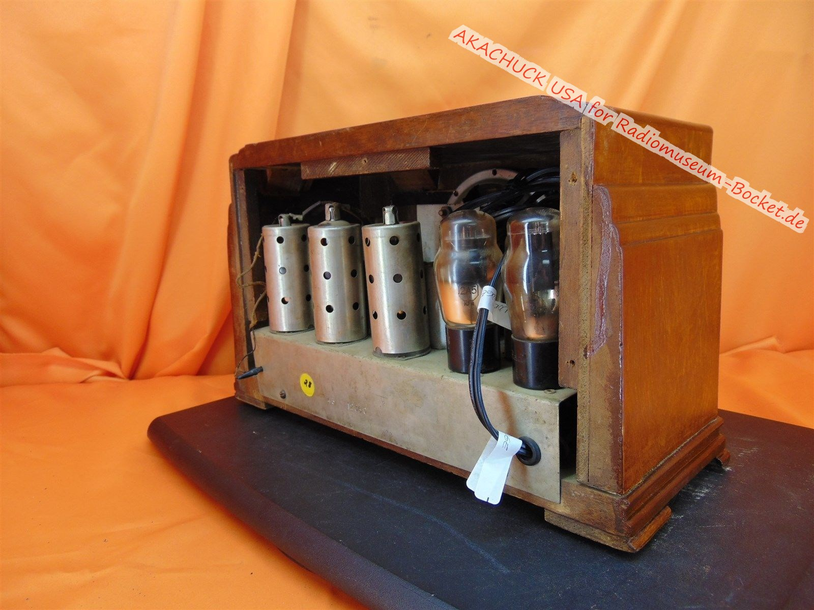 Datei:TUBE-RADIO-Unknown-Make-Model-d.jpg